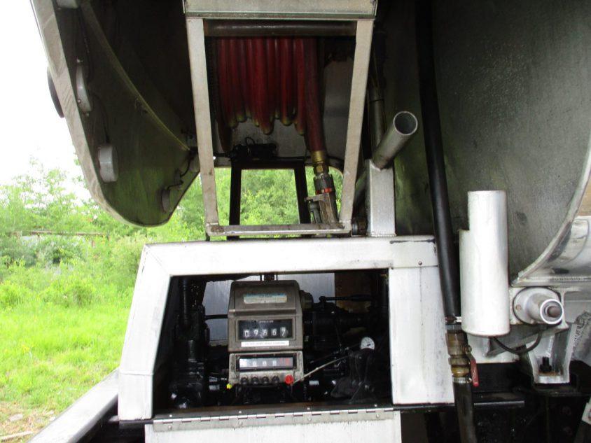Single Pump Tandem Axle Fuel Truck for Sale